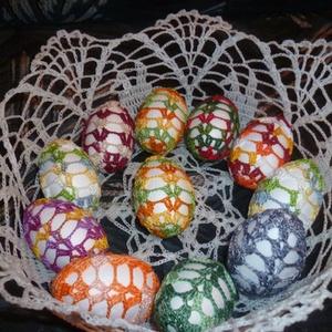 horgolt tojás, Dísztárgy, Dekoráció, Otthon & Lakás, Horgolás, Hungarocell tojás behorgolva különböző színekkel., Meska