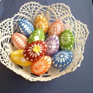 Horgolt tojás, Fonal, cérna, Kötés, horgolás, Mérete 6-7cm\nBehorgolt tojás ajándékba és díszítésre is.\nTöbbféle színben és mintával, Meska