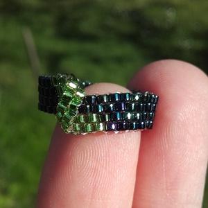 Zöld-sötétkék aszimmetrikus gyöngy gyűrű (gyongytrilla) - Meska.hu