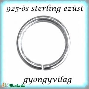 925-ös ezüst szerelőkarika nyitott ESZK NY 7 x 0,7 mm-es , Gyöngy, ékszerkellék, Egyéb alkatrész, Ékszerkészítés, Gyöngy, 925-ös valódi ezüst (bevizsgált) 7mm átmérőjű 0,7 mm drótvastagságú ezüst nyitott szerelőkarika.\n\n1d..., Meska
