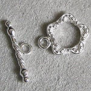 925-ös  ezüst T lánckapocs  ELK T 18, Gyöngy, ékszerkellék, Egyéb alkatrész, Ékszerkészítés, Gyöngy, 925-ös \n  ezüst T lánckapocs \n\nAz ár 1 garnitúra kapocsra vonatkozik.\n\nA méreteket az utolsó fotón l..., Meska
