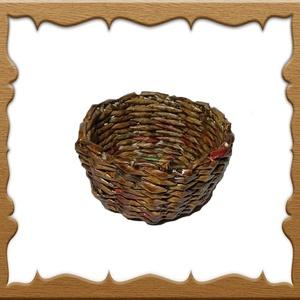 Papírfonással készült kosárka KK04 5x11, Otthon & lakás, Dekoráció, Dísz, Képzőművészet, Lakberendezés, Kaspó, virágtartó, váza, korsó, cserép, Vegyes technika, Fonás (csuhé, gyékény, stb.), Újrahasznosított alapanyagból készült termékek, A kosárkát újrahasznosítható papírból készítettem. Keményítés, festés és lakkozás után megtévesztési..., Meska