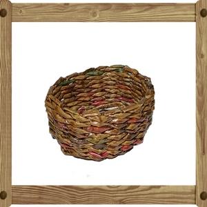 Papírfonással készült kosárka OK01 5x10X8,5, Otthon & lakás, Dekoráció, Dísz, Képzőművészet, Lakberendezés, Kaspó, virágtartó, váza, korsó, cserép, Vegyes technika, Fonás (csuhé, gyékény, stb.), Újrahasznosított alapanyagból készült termékek, A kosárkát újrahasznosítható papírból készítettem. Keményítés, festés és lakkozás után megtévesztési..., Meska