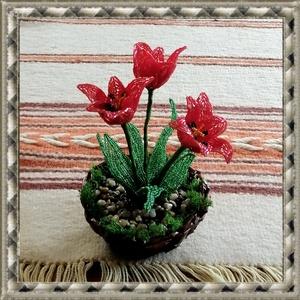 Gyöngyből készített tulipán fonott kosárban GYV26-1, Otthon & Lakás, Dekoráció, Asztaldísz, Gyöngyfűzés, gyöngyhímzés, Virágkötés, Meska
