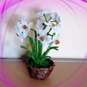 Gyöngyből készített nárcisz fonott kosárban GYV27-01, Otthon & Lakás, Csokor & Virágdísz, Dekoráció, Gyöngyfűzés, gyöngyhímzés, Meska