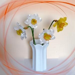 1 szál gyöngyből készített tulipán több színben GYV27-4, Otthon & lakás, Dekoráció, Dísz, Képzőművészet, Vegyes technika, Lakberendezés, Asztaldísz, Gyöngyfűzés, gyöngyhímzés, Virágkötés,  Ez a gyöngyből megformált nárcisz szinte élethű mása az eredetinek. \n\nAz ár 1 szálra vonatkozik.\n\nA..., Meska