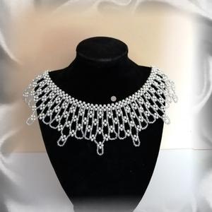 Esküvői csipke hatású nyaklánc SL-GY07, Ékszer, Esküvő, Nyaklánc, Ékszerszett, Esküvői ékszer, Ezt az esküvői csipke hatású nyakláncot 3mm-es tört fehér üveg tekla és 2-es ezüst belselyű kása gyö..., Meska