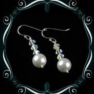 Esküvői, menyasszonyi, alkalmi fülbevaló, swarovszki kristály SF-ESW01-1, Ékszer, Esküvő, Esküvői ékszer, Fülbevaló, Ékszerkészítés, Gyöngyfűzés, gyöngyhímzés, Ezt a klasszikus, szolid fülvevalót 8mm-es-es swarovszki gyöngyből és 4mm-es crystal AB bevonatos bi..., Meska