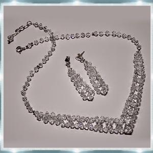 Esküvői, menyasszonyi, alkalmi ékszer szett, swarovszki kristály SSZ-ESW02-1, Ékszer, Nyaklánc, Esküvő, Esküvői ékszer, Ékszerszett, Ékszerkészítés, Gyöngyfűzés, gyöngyhímzés, Ezt a szolid,  elegáns szettet 4-5-6 és 8mm-es-es swarovszki clear crystal bikonból   készítettem.\nA..., Meska