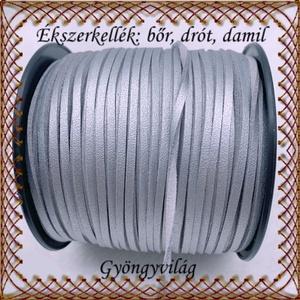 Ékszerkellék:hasított valódi bőr szál FSZ01-3 ezüst, Gyöngy, ékszerkellék, Egyéb alkatrész, Ékszerkészítés, Fűzőszál, Ezüst 3mm-es hasított bőr szál méterben.\n\n\nA méreteket a fotón láthatod!\n\n\nAr ár 1cm bőrre vonatkozi..., Meska