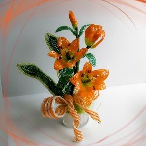 Gyöngyből készített virág kompozíció GYV33, Csokor & Virágdísz, Dekoráció, Otthon & Lakás, Gyöngyfűzés, gyöngyhímzés,                     \nEz az egyedi kézműves alkotás kiválóan alkalmas ajándéknak, de otthonodnak  is ..., Meska