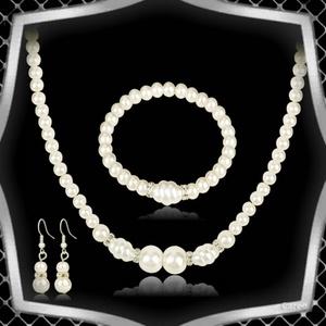 Esküvői, menyasszonyi, alkalmi ékszer szett,  ES-SZ12 ivory, Esküvő, Ékszer, Ékszerszett, Ékszerkészítés, Gyöngyfűzés, gyöngyhímzés, Az ékszer szett ivory/tört fehér színű tekla gyöngyből és kristály köves rondellából készült .\n\nA lá..., Meska
