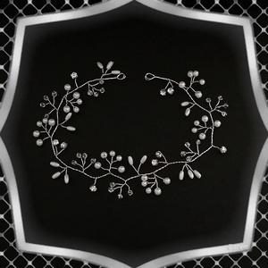 Ékszerek-hajdíszek, hajcsatok: Esküvői, menyasszonyi, alkalmi hajdísz, ES-H-FÜ04-35e, Esküvő, Hajdísz, Kontydísz & Hajdísz, *ES-H-FÜ04-35e  A hajfüzér fehér színű viaszgyöngyből és kristályból készült ezüstözött ékszerdrótta..., Meska