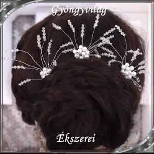 Ékszerek-hajdíszek, hajcsatok: Esküvői, menyasszonyi, alkalmi hajdísz S-H-TŰ13 e-cl-feh. 1szett/3db, Esküvő, Hajdísz, Fésűs hajdísz, *S-H-TŰ13   A hajdíszt fehér színű viasz gyöngyből, clear kristályból és ezüstözött ékszerdrótból ké..., Meska