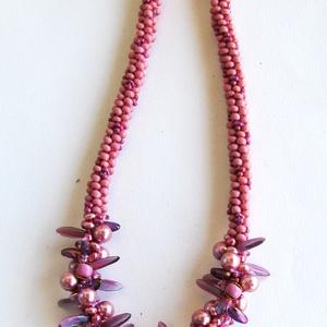 Matt rózsaszín és lila csavart mintás közepű nyaklánc (gyongyvirag) - Meska.hu
