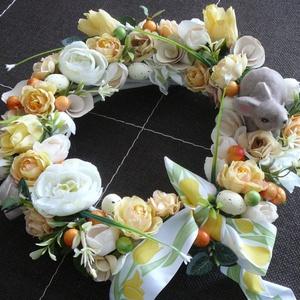 Tojáskoszorú, Lakberendezés, Otthon & lakás, Koszorú, Virágkötés, A fehér vesszőkoszorút (25 cm) tavaszi virágokkal díszítettem, tojásokkal és még egy nyuszival is. D..., Meska