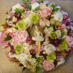 Tündérkoszorú, Otthon & lakás, Dekoráció, Dísz, Lakberendezés, Koszorú, Virágkötés, A vesszőalapra rengeteg virág és levél került, no meg egy karcsú tündér, ez a kopogtató tavaszt vará..., Meska