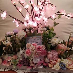Húsvéti tál világító cseresznyefa ágakkal, Otthon & Lakás, Virágkötés, A 40 cm hosszú fatálra oázist erősítettem, arra sok virágot, egy kedves nyuszit és egy bárányt. Húsv..., Meska