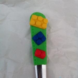 Lego kiskanál, Otthon & lakás, Konyhafelszerelés, Férfiaknak, Gyurma, Lego kockákkal díszített kiskanál, unisex, fiúknak, lányoknak egyaránt remek választás lehet :)\nMére..., Meska