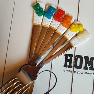 Gumimacis desszertes villa készlet, Otthon & lakás, Gyerek & játék, Egyéb, Lakberendezés, Gyurma, Gumimacikkal díszített desszertes villa szett, hogy a sütizés mókás is legyen :)  Mérete: 16 cm, Meska