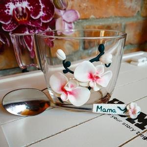 Orchideás bögre+kanál szett, Otthon & lakás, Gyerek & játék, Konyhafelszerelés, Egyéb, Gyurma, Orchideával díszített bögre, hozzáillő kanállal amelyen név is szerepel, így teljessé téve a szettet..., Meska