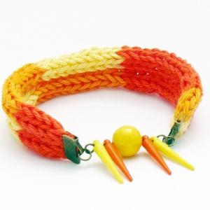 sárga narancssárga színátmenetes fonalból kötött karkötő (habcsi) - Meska.hu