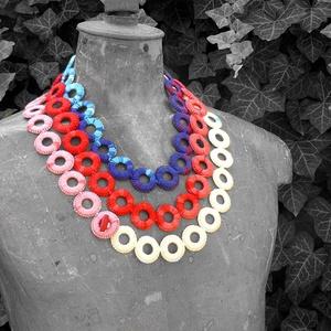 hosszú horgolt nyaklánc piros, kék, rózsaszín és fehér színekben (habcsi) - Meska.hu