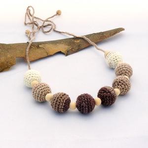 nyaklánc horgolt gyöngyökkel, fehér, beige és barna színben (habcsi) - Meska.hu