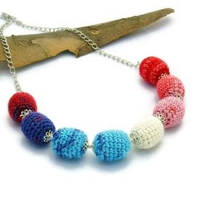 kék, fehér, piros színátmenetes nyaklánc ezüst színű lánccal (habcsi) - Meska.hu