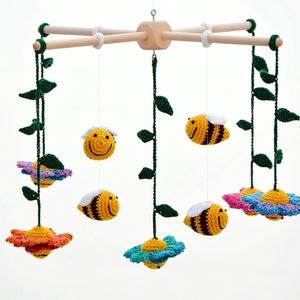 méhes babaforgó színes virágokkal - horgolt gyerekszoba dekoráció (habcsi) - Meska.hu