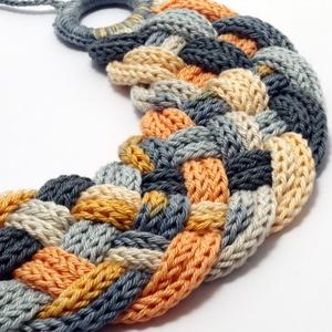 fonott nyaklánc pasztell narancssárga, szürke és nyers fehér színekben - kötött ékszer (habcsi) - Meska.hu