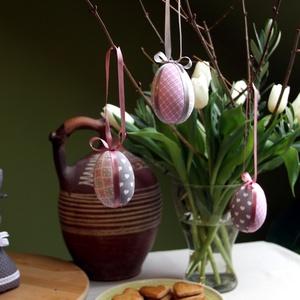 Patchwork-tojás (rózsaszín), Otthon & lakás, Dekoráció, Ünnepi dekoráció, Húsvéti díszek, Visszafogott színvilágú húsvéti díszítőelemek elengedhetetlen darabja ez a 3 darabos tojás szett. Hu..., Meska