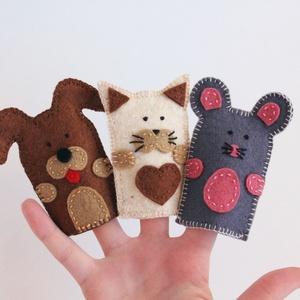 Kutya, cica, egér gyapjúfilc ujjbábok, Játék & Gyerek, Bábok, Ujjbáb, Hímzés, Varrás, Kutya, cica, egér ujjbábok. \n\nMinőségi gyapjúfilc anyagból, aprólékosan kidolgozva 100%-ban kézzel v..., Meska