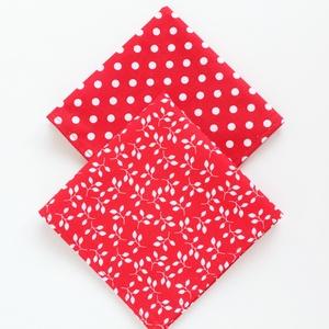 2 db textil szalvéta, 100% pamutvászon - karácsonyi, ünnepi hangulatú, piros alapon fehér leveles és fehér nagy pöttyös, NoWaste, Otthon & lakás, Textilek, Kendő, Konyhafelszerelés, Varrás, 2 db textil szalvéta, 100% pamutvászon - karácsonyi, ünnepi hangulatú, piros alapon fehér leveles, ..., Meska