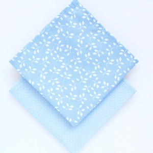 2 db textil szalvéta, 100% pamutvászon, világoskék alapon fehér leveles és apró pöttyös mintával - Meska.hu
