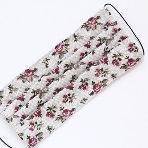 Arcmaszk, szájmaszk, mosható, vasalható, 2 rétegű, 100% pamutvászon, zöldes-bézs alapon rózsás mintával. (haboskave) - Meska.hu