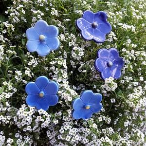 5db  Kék  Mázas Kerámia Virág (tp.23), Esküvő, Esküvői dekoráció, Lakberendezés, Otthon & lakás, Dekoráció, Kerámia, Virágkötés, Szedj egy csokrot a virágos kertemből!Fehér agyagból aprólékos kézi munkával készült 2 x égetett máz..., Meska