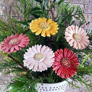5 db Színes Gerbera Kerámia Virág (tp.11), Húsvéti díszek, Ünnepi dekoráció, Dekoráció, Otthon & lakás, Lakberendezés, Kaspó, virágtartó, váza, korsó, cserép, Kerámia, Virágkötés, Szedj egy csokrot a virágos kertemből! Fehér agyagból kézi készítéssel készült színes mázas kerámia ..., Meska