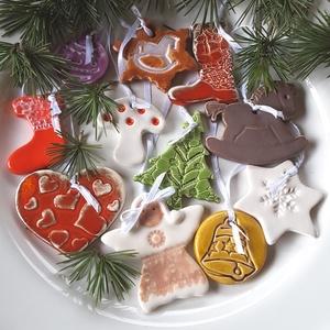 10db Színes Kerámia  Karácsonyfadísz, Dekoráció, Otthon & lakás, Ünnepi dekoráció, Karácsony, Karácsonyfadísz, Kerámia, Az ünnep még meghittebbé  tehető kedves karácsonyi dekorációval.Fehér agyagból kézzel formáztam  eze..., Meska