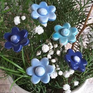 5 db  Kéknefelejcs Mázas Kerámia Virág (tp.143), Dekoráció, Otthon & lakás, Lakberendezés, Kaspó, virágtartó, váza, korsó, cserép, Kerti dísz, Kerámia, Virágkötés,  Szedj egy csokrot a virágos kertemből! Egész évben dísze lehet otthonodnak.Némi kiegészítővel zöldd..., Meska