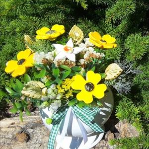 """,Élenk Sárgák  \""""Kerámia Virágos  Asztaldísz, Csokor & Virágdísz, Dekoráció, Otthon & Lakás, Kerámia, Virágkötés, Fehér agyagból aprólékos kézi munkával készült kerámia virágok és levelek melyeket második égetés el..., Meska"""