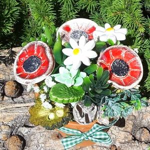 """,Szeretettel \""""Kerámia Virágos  Asztaldísz, Csokor & Virágdísz, Dekoráció, Otthon & Lakás, Kerámia, Virágkötés, Fehér agyagból aprólékos kézi munkával készült kerámia virágok és levelek melyeket második égetés el..., Meska"""