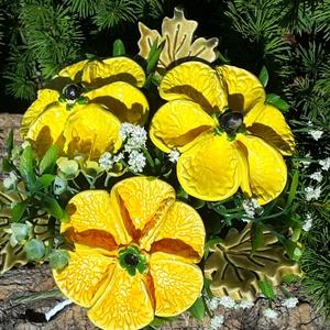 """,Nagy Sárga Virágok \""""Kerámia Virágos  Asztaldísz, Csokor & Virágdísz, Dekoráció, Otthon & Lakás, Kerámia, Virágkötés, Fehér agyagból aprólékos kézi munkával készült kerámia virágok és levelek melyeket második égetés el..., Meska"""
