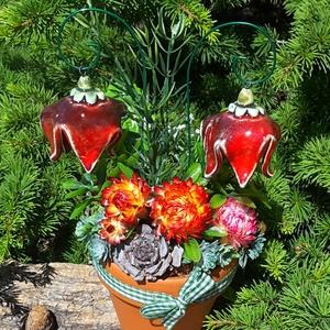 """,Piros Harangvirágok\""""Kerámia Virágos  Asztaldísz, Csokor & Virágdísz, Dekoráció, Otthon & Lakás, Kerámia, Virágkötés, Fehér agyagból aprólékos kézi munkával készült kerámia virágok és levelek melyeket második égetés el..., Meska"""