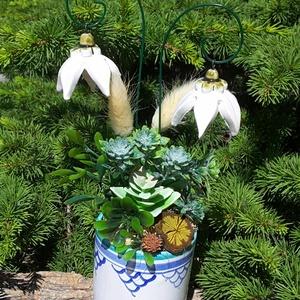 """,Fehér Harangvirágok\""""Kerámia Virágos  Asztaldísz, Csokor & Virágdísz, Dekoráció, Otthon & Lakás, Kerámia, Virágkötés, Fehér agyagból aprólékos kézi munkával készült kerámia virágok és levelek melyeket második égetés el..., Meska"""