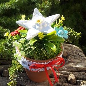 """,Óvónénik Ajandéka\""""Kerámia Virágos  Asztaldísz( C), Otthon & Lakás, Dekoráció, Asztaldísz, Kerámia, Virágkötés, Fehér agyagból aprólékos kézi munkával készült kerámia virágok ,levelek  melyeket második égetés elő..., Meska"""