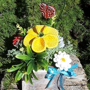 """,Pedagógus  nap\""""Kerámia Virágos  Asztaldísz( D), Otthon & Lakás, Dekoráció, Asztaldísz, Kerámia, Virágkötés, Fehér agyagból aprólékos kézi munkával készült kerámia virágok ,levelek  melyeket második égetés elő..., Meska"""