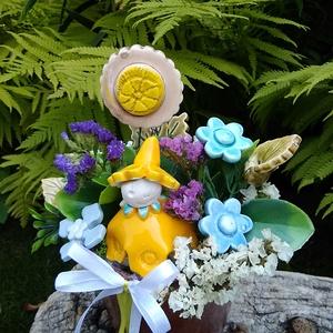 """,Sárga Virágtündér""""Kerámia Virágos  Asztaldísz, Otthon & Lakás, Dekoráció, Asztaldísz, Fehér agyagból aprólékos kézi munkával készült kerámia virágok ,levelek és  tündér melyeket második ..., Meska"""