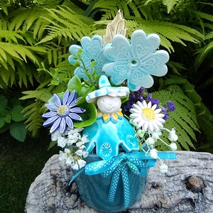 """,Türkiz Virágtündér """"Kerámia Virágos  Asztaldísz, Otthon & Lakás, Dekoráció, Asztaldísz, Fehér agyagból aprólékos kézi munkával készült kerámia virágok ,levelek és egy kis virágtündér. Mely..., Meska"""