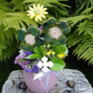 """,Szeretettel""""Kerámia Virágos  Asztaldísz, Otthon & Lakás, Dekoráció, Asztaldísz, Fehér agyagból aprólékos kézi munkával készült kerámia virágok ,levelek  melyeket második égetés elő..., Meska"""